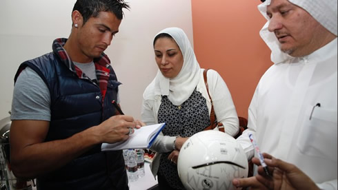 cristiano-ronaldo-413-dubai-signing-autographs-on-soccer-balls-to-fans